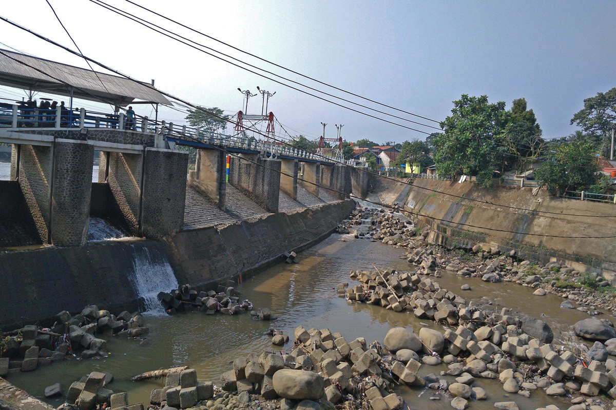 Water volume at Katulampa sluice gate decreases drastically
