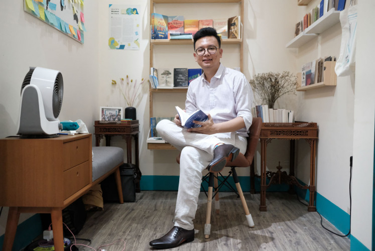Indra Soaloon Situmorang, the co-owner of Transit Bookstore. He co-owns the store with Aliendheasja Fawilia, whom he has been friends with since junior high school.