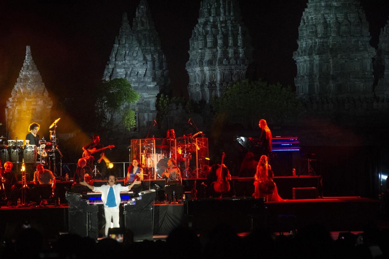 Yanni enthralls festival-goers. JP/Tarko Sudiarno