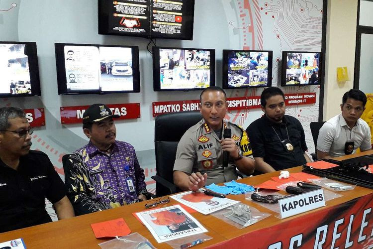 Two Malaysians arrested over Tangerang jewelry heist