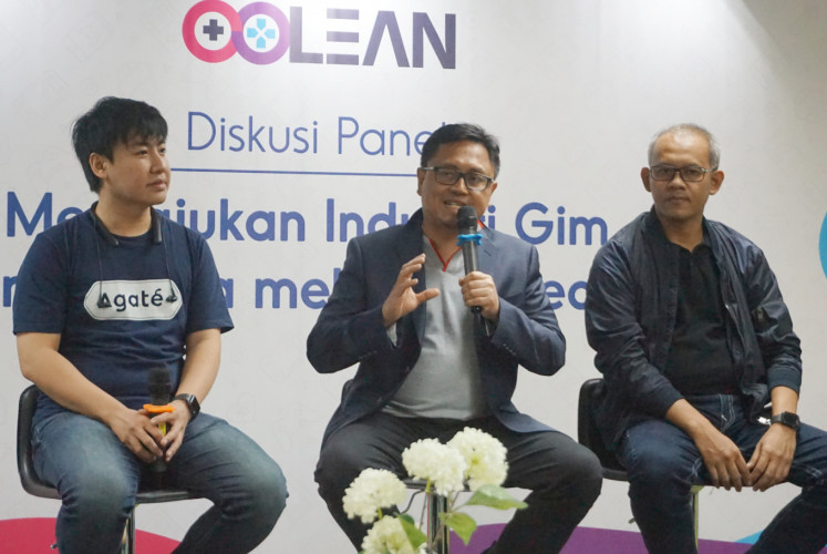 The CEO of Agate, Arief Widhiyasa (left), the senior vice president of media and digital business at PT Telekomunikasi Indonesia, Joddy Hernady (center), and the CEO of PT Melon Indonesia, Dedi Suherman, attend a press conference on July 10 in Kuningan, South Jakarta.