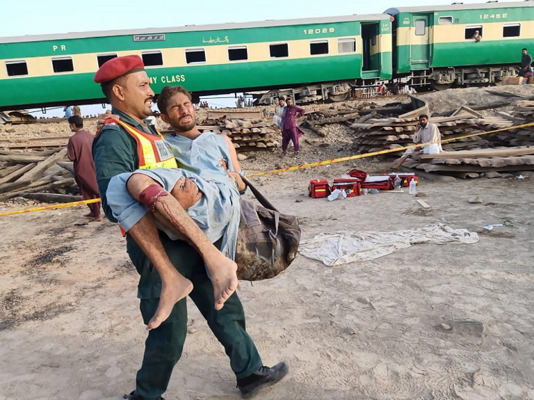 Pakistan train collision kills 11, injures 78