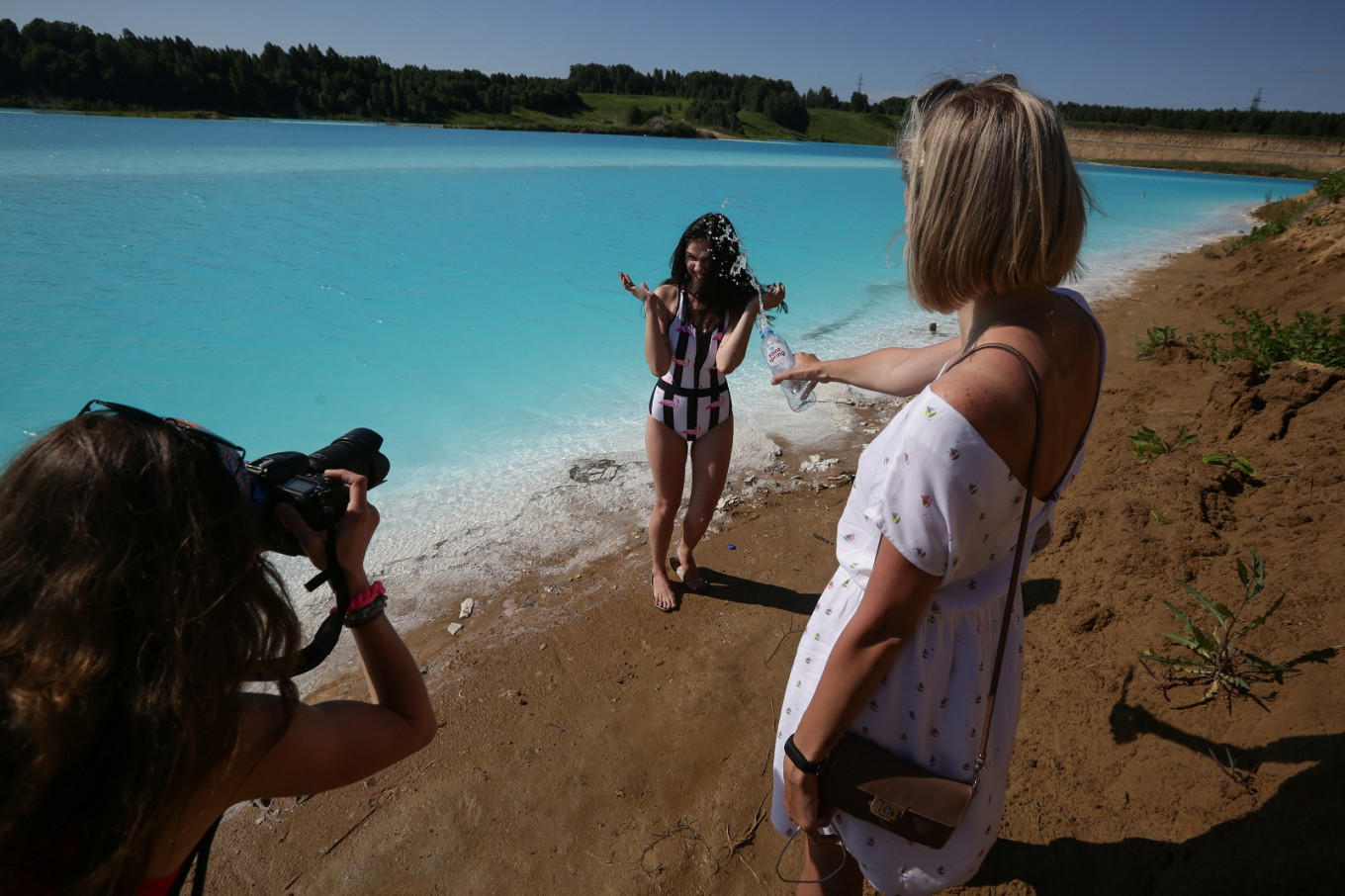 Siberians flock to toxic lake for 'Maldives' selfies