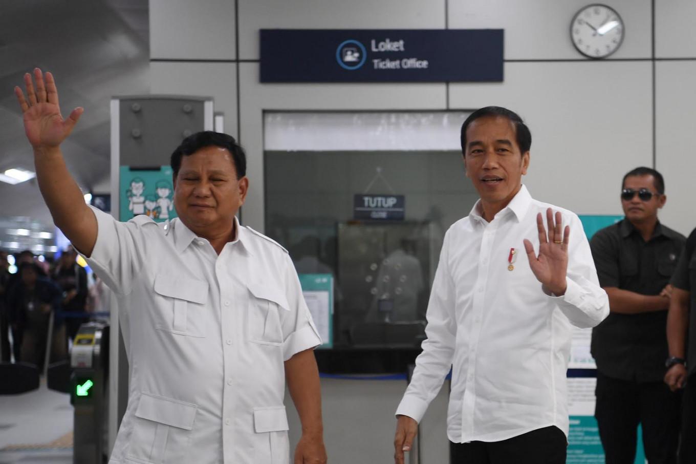 'No more 'cebong', 'kampret': Jokowi, Prabowo call for national unity