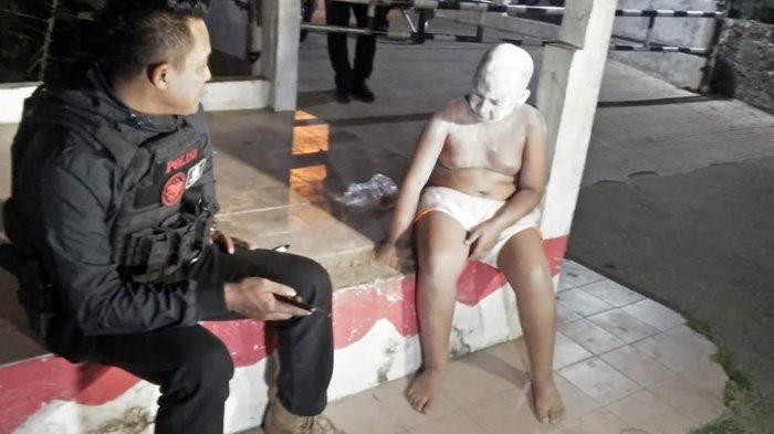 Depok Police scold boy pretending to be 'tuyul' for YouTube