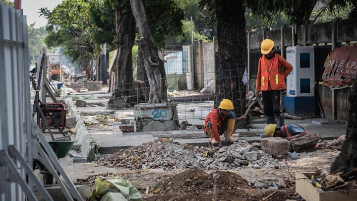 Heavy congestion in Kemang attributed to sidewalk revamp