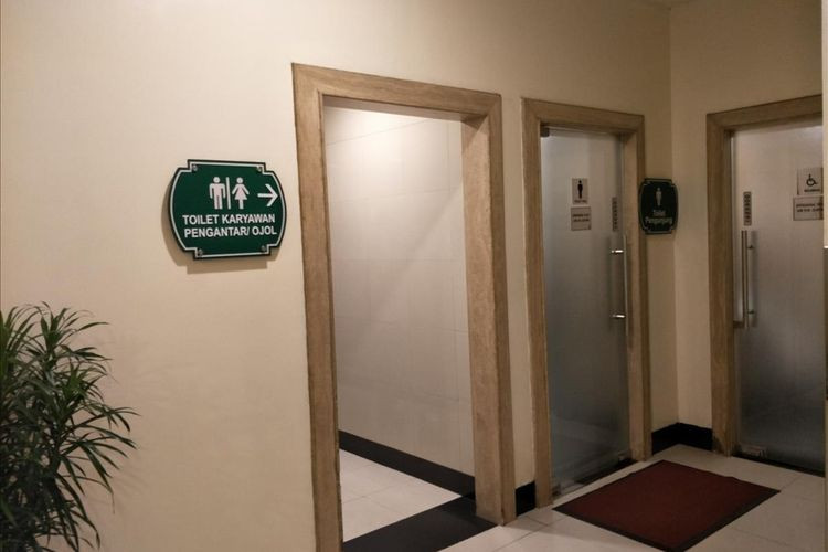 West Jakarta mall has restrooms for app-based motorcycle taxi drivers