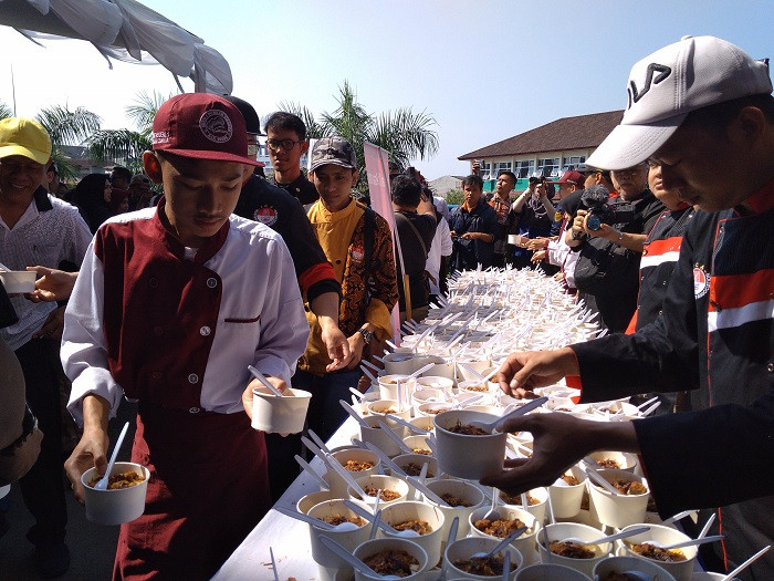 'Tauge goreng' given away to promote Bogor's culinary heritage