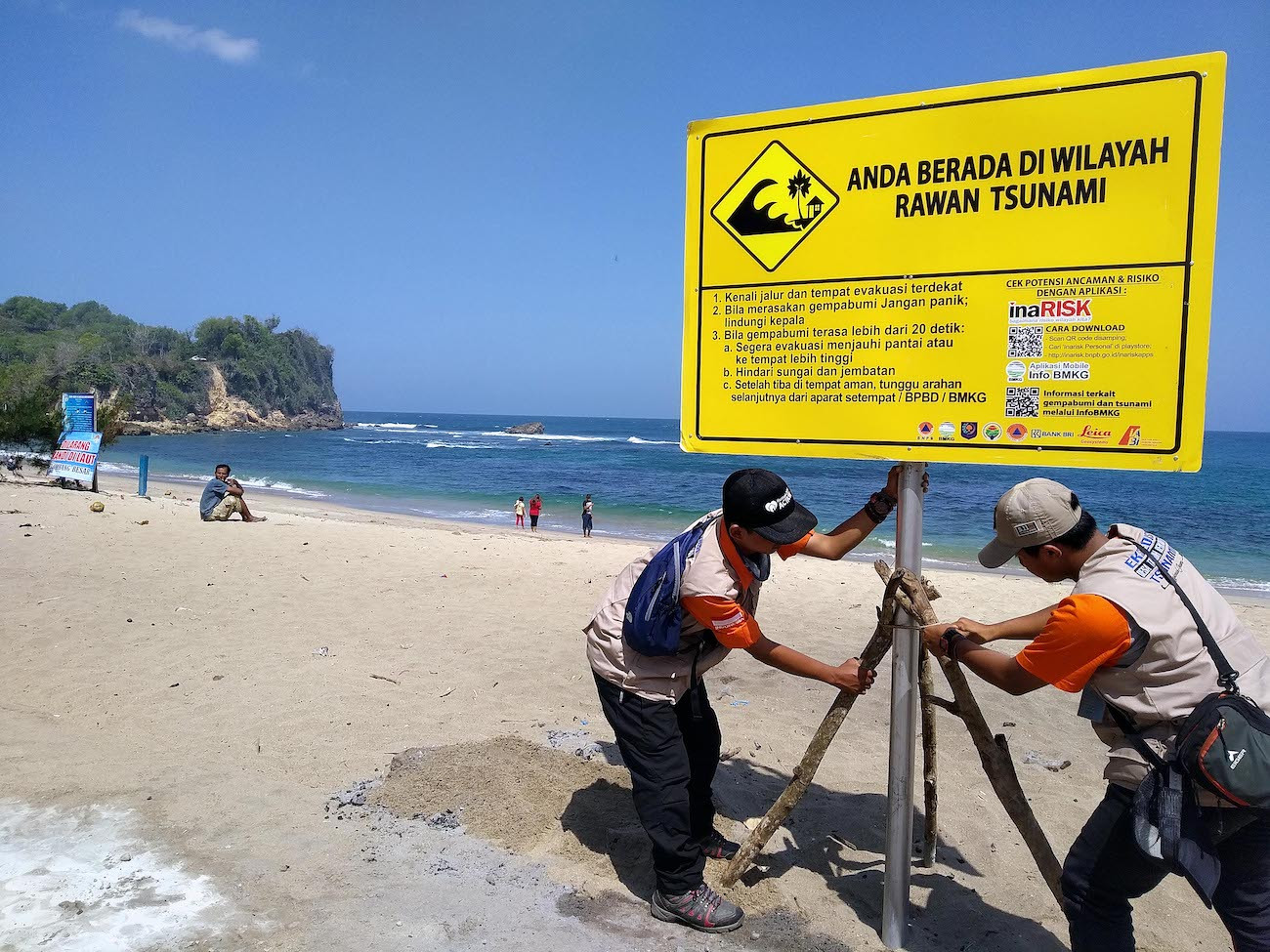Govt agencies calm public about tsunami threat along Java's southern coast