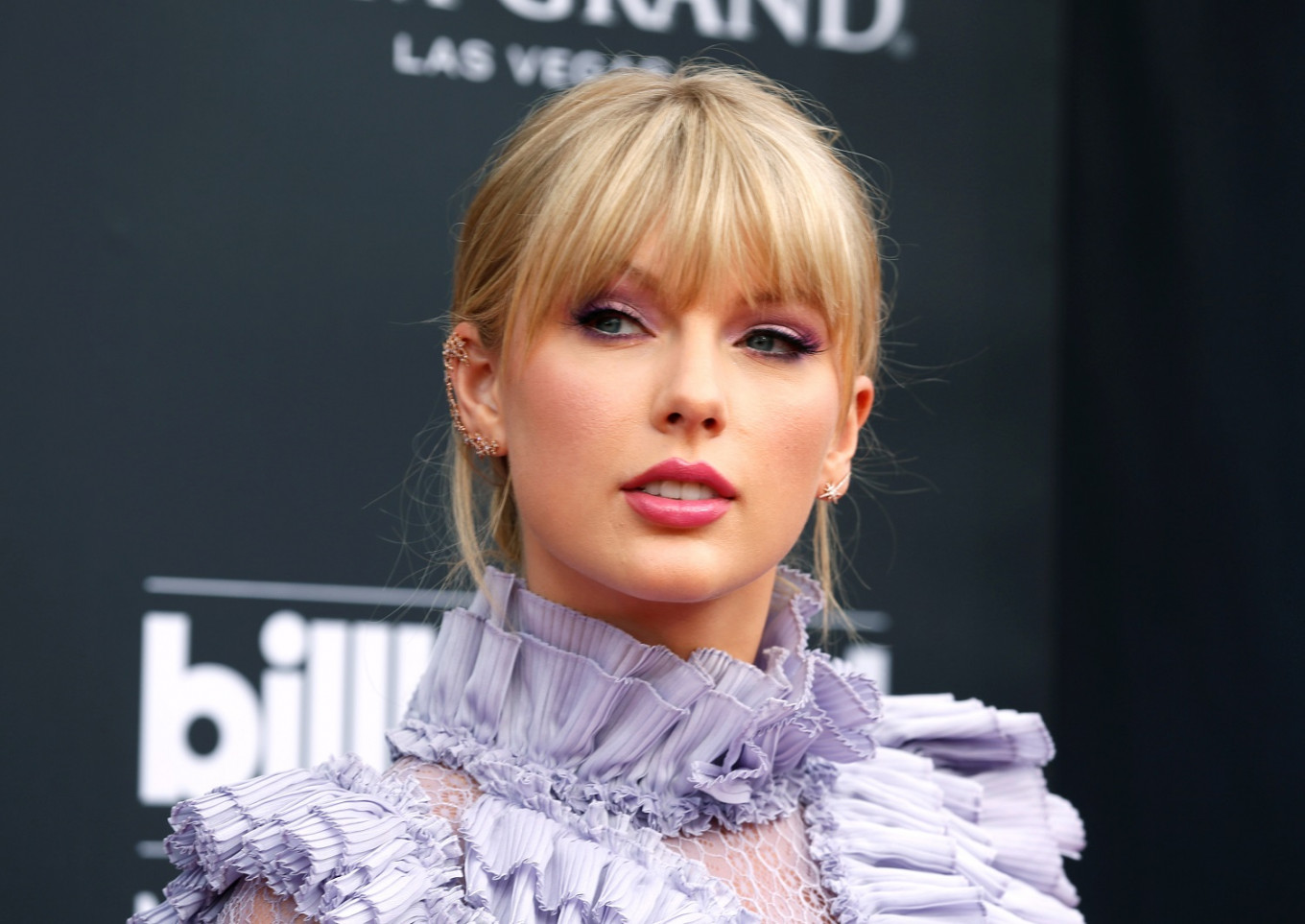 Taylor Swift announces surprise new album