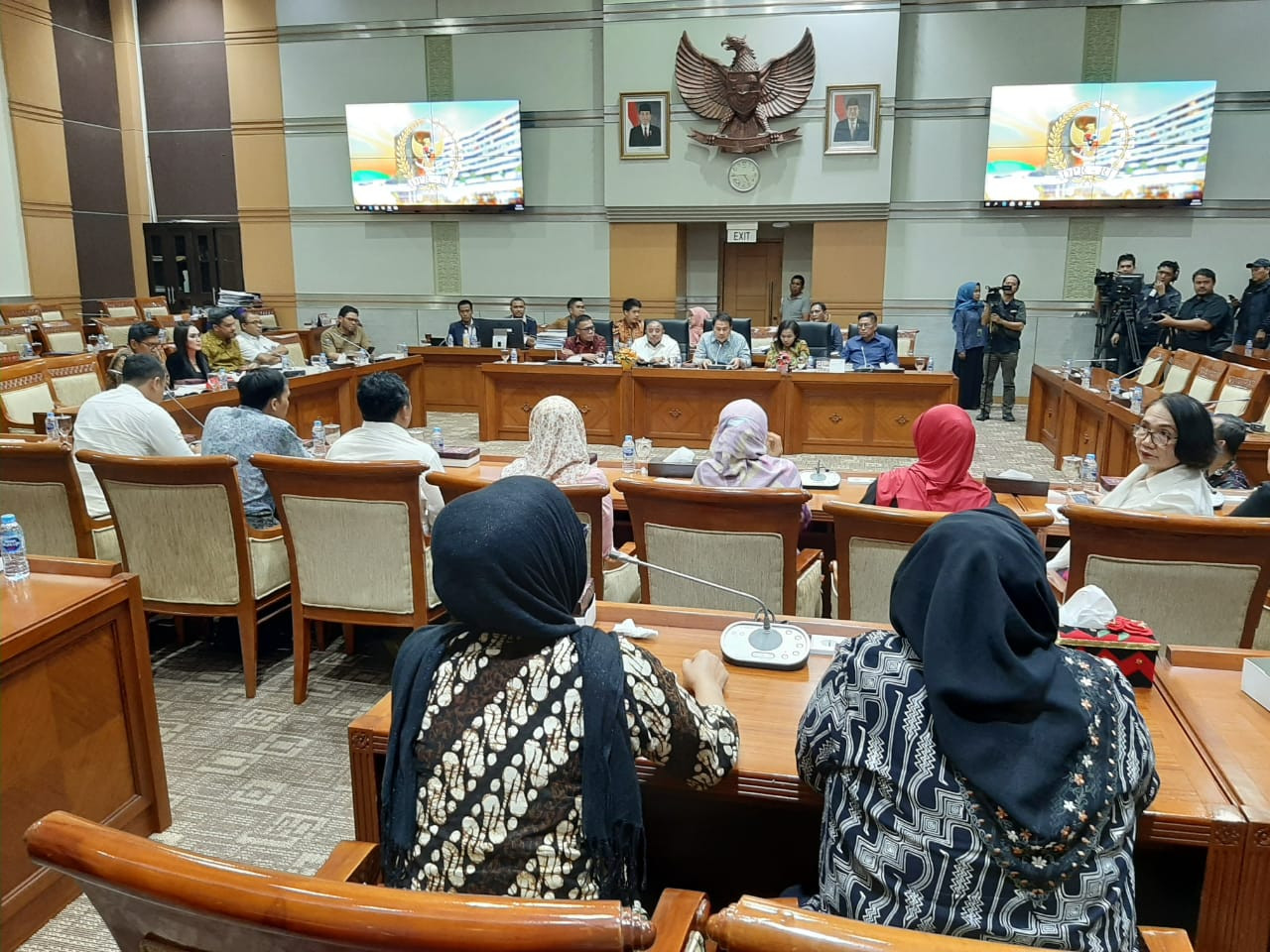 Commission III agrees to grant amnesty to Baiq Nuril
