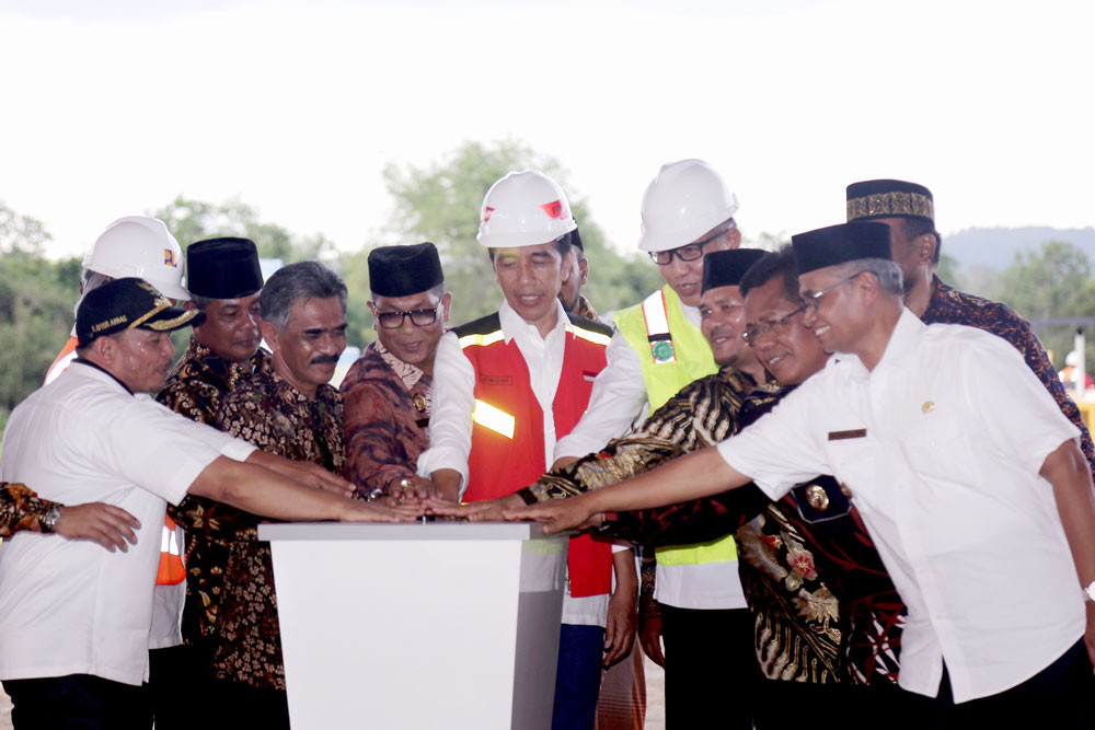 Jokowi inaugurates first toll road in Aceh