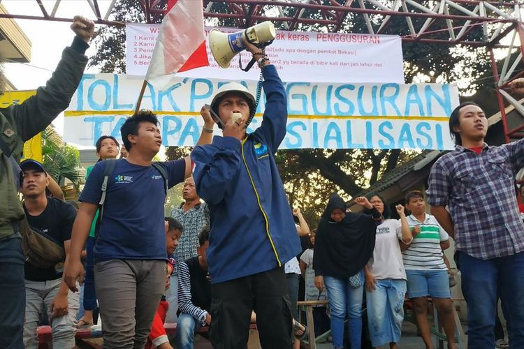 Residents to sue Bekasi administration over eviction
