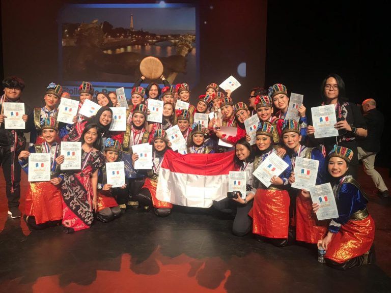 UI student dance group named grand champion at Paris folklore competition