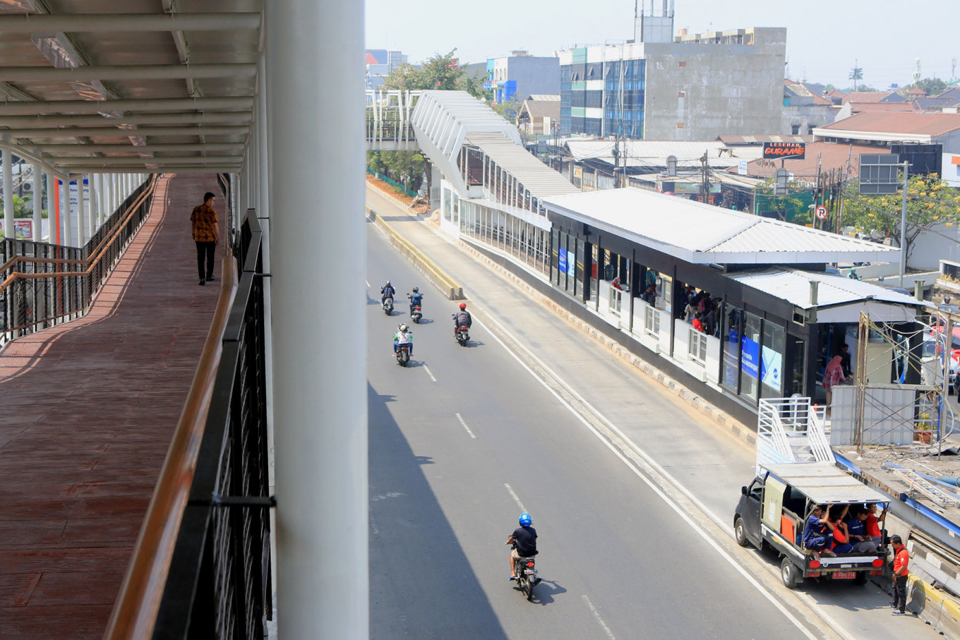 Sky bridge operation aims to boost LRT Jakarta connectivity