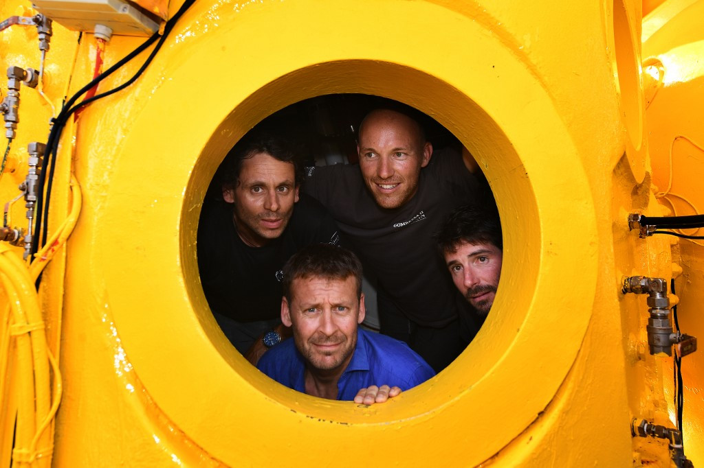 28 days later, French deep-sea divers back from the depths