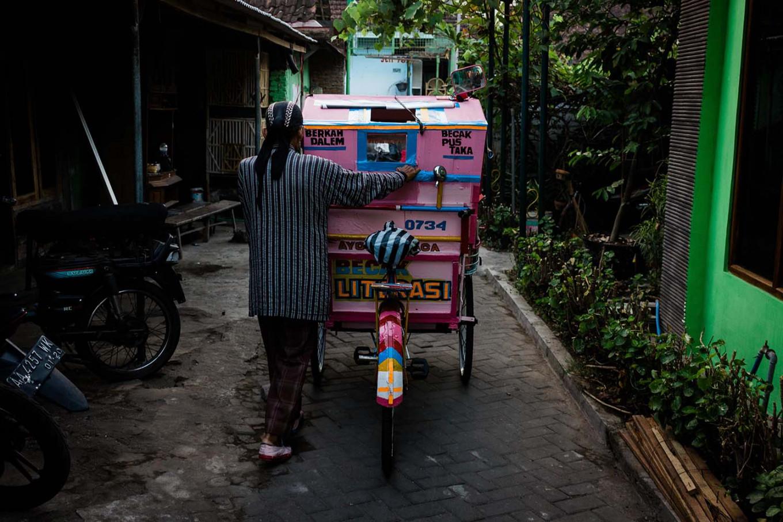 Sutopo pushes his modified pedicab out of his neighborhood in Jetis, Yogyakarta. JP/Anggertimur Lanang Tinarbuko