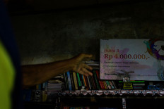 Sutopo's moving library earns a prize from publisher Gramedia. JP/Anggertimur Lanang Tinarbuko