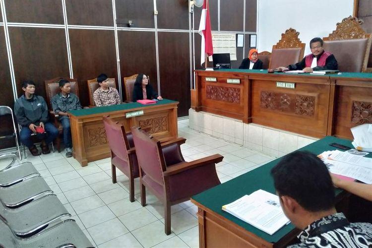 Court rejects ex-buskers' lawsuit on compensation for false arrest, accusation