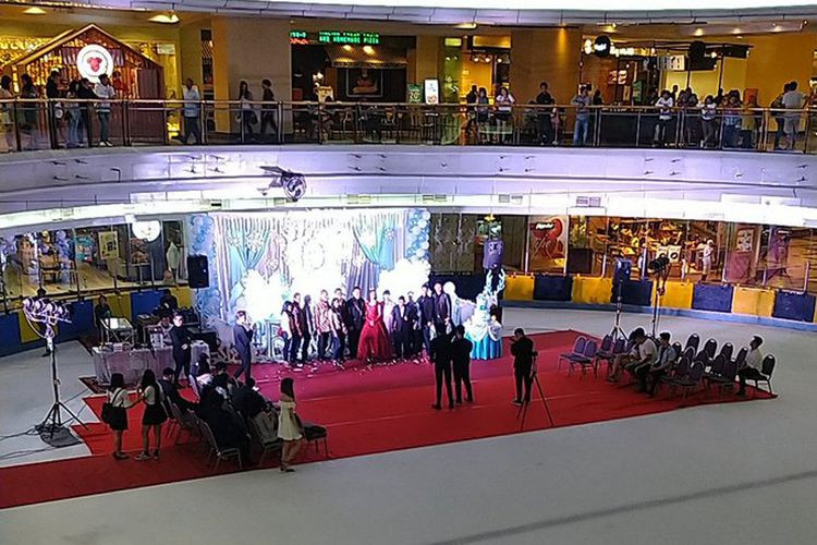 Sweet 17 party on ice skating rink wows netizens