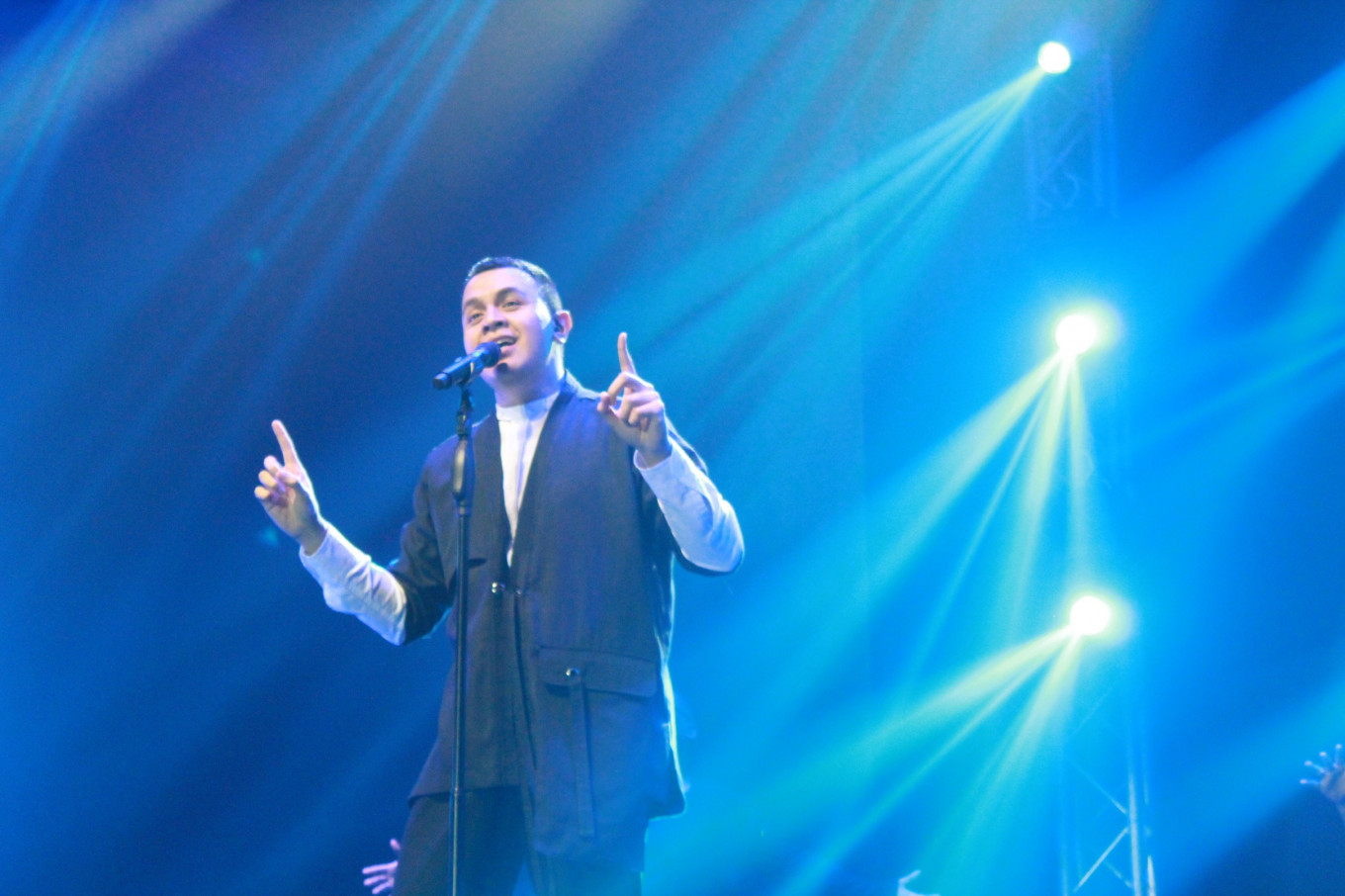 Tulus exudes genuineness, love for fans during 'One Intimate Night' in Jakarta