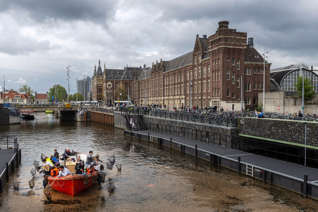 Fishing for plastic on Amsterdam's eco-friendly canal cruises