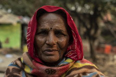 Chanda Devi (70) lives in a small swampy copse just outside of Sangam with her children and grandchildren. JP/Tyler Blodgett