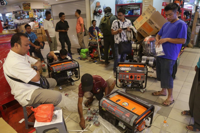 Portable generators, emergency lamps sell like hotcakes after Jakarta blackout
