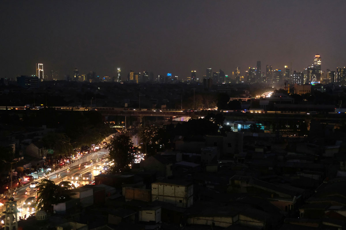 "Recent massive blackout ""puts color"" on upcoming Rp 5B electricity expo"