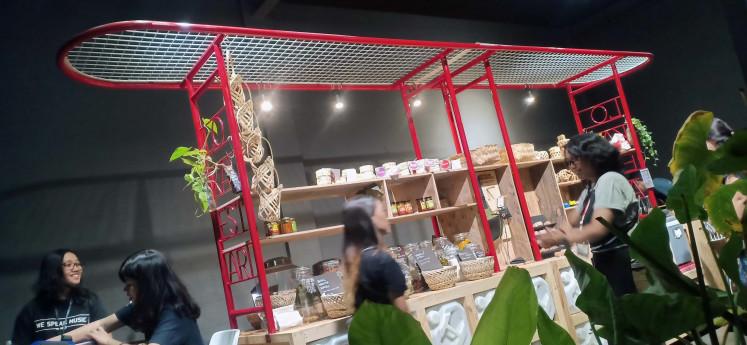 'Warung Murakabi' (Sufficing Kiosk) by Piramida Gerilya.