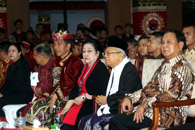 Megawati, Jokowi share warm smiles with Prabowo at PDI-P congress