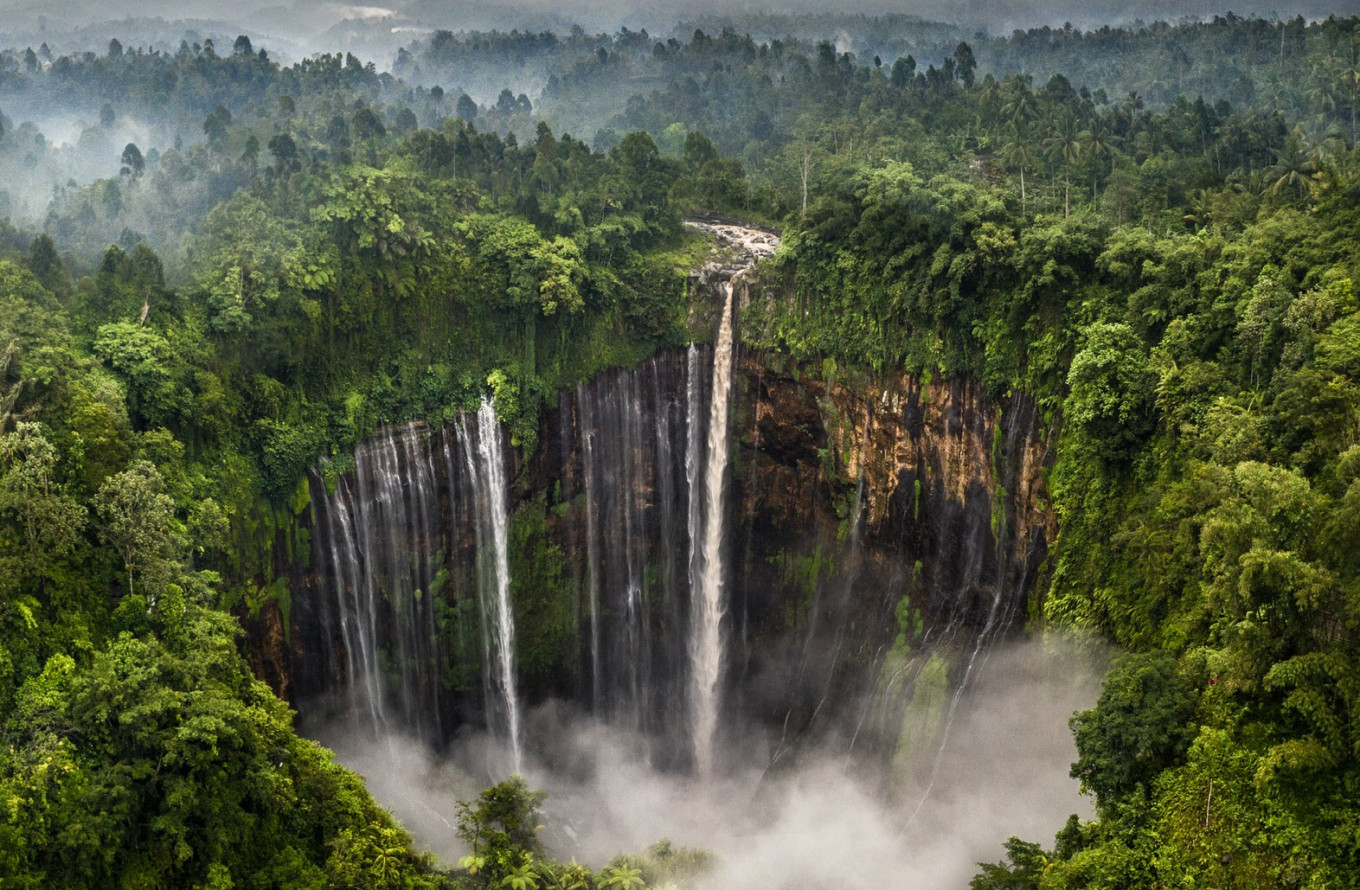 Brit wins global award for photo of East Java's Tumpak Sewu waterfall