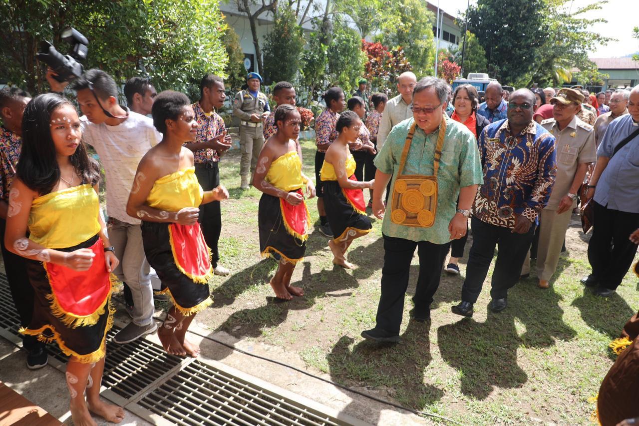 Papuan schools get IT facilities, novel curriculum