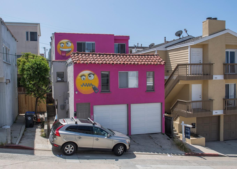 'Emoji' house in LA beach town infuriates feuding neighbors