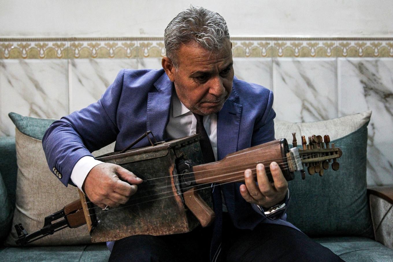 Iraqi transforms Kalashnikov into musical instrument