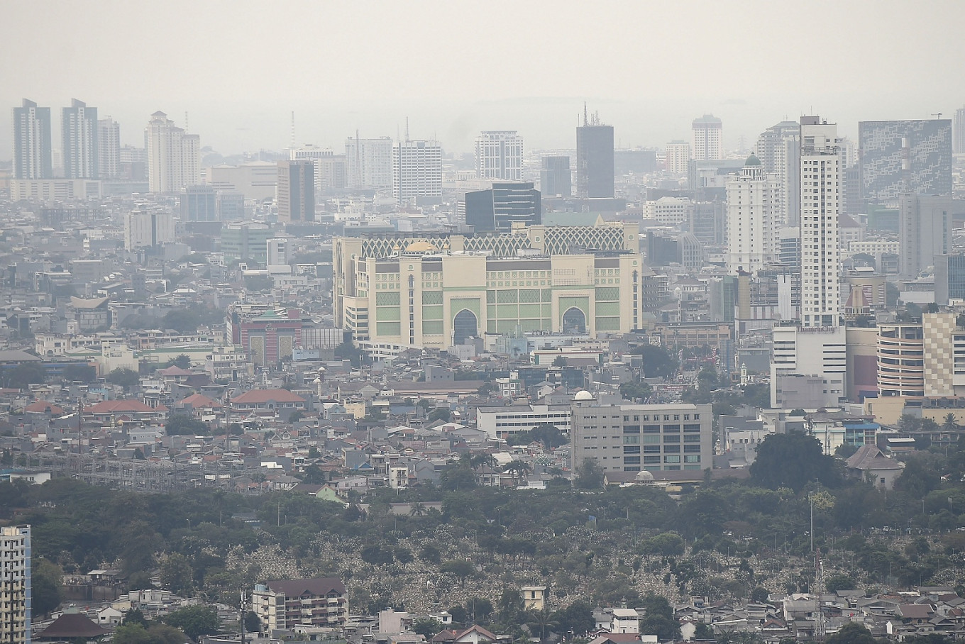 Air pollution 'likely' to cut COVID-19 survival: Experts