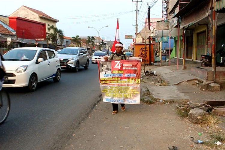 Man walks 470 km to meet Jokowi on Independence Day