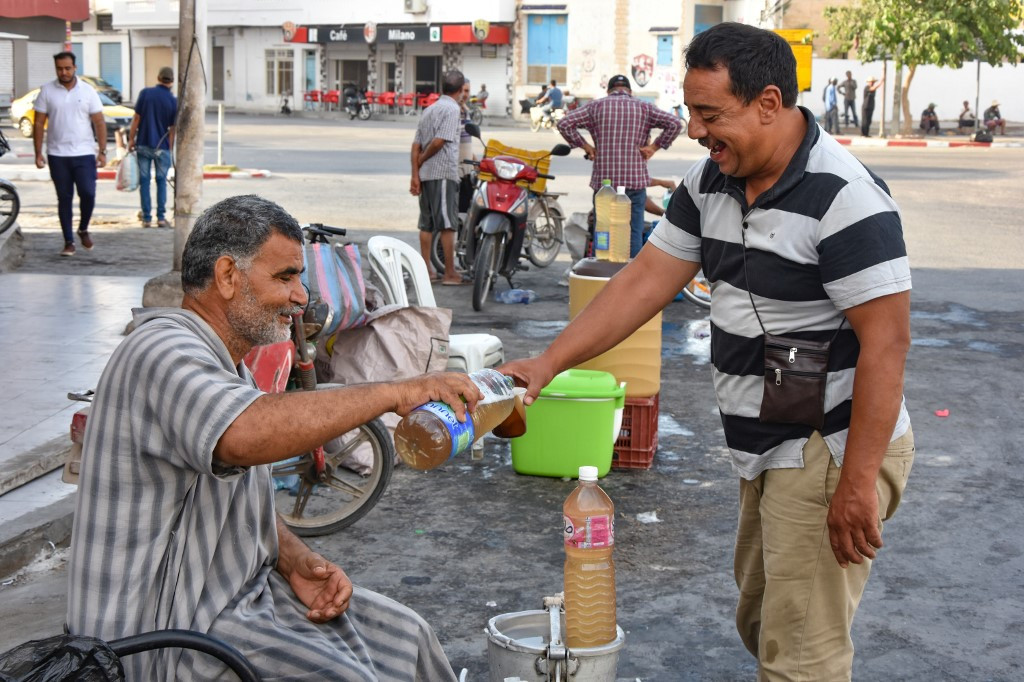 The 'gift' of Tunisia's delicate date palm drink