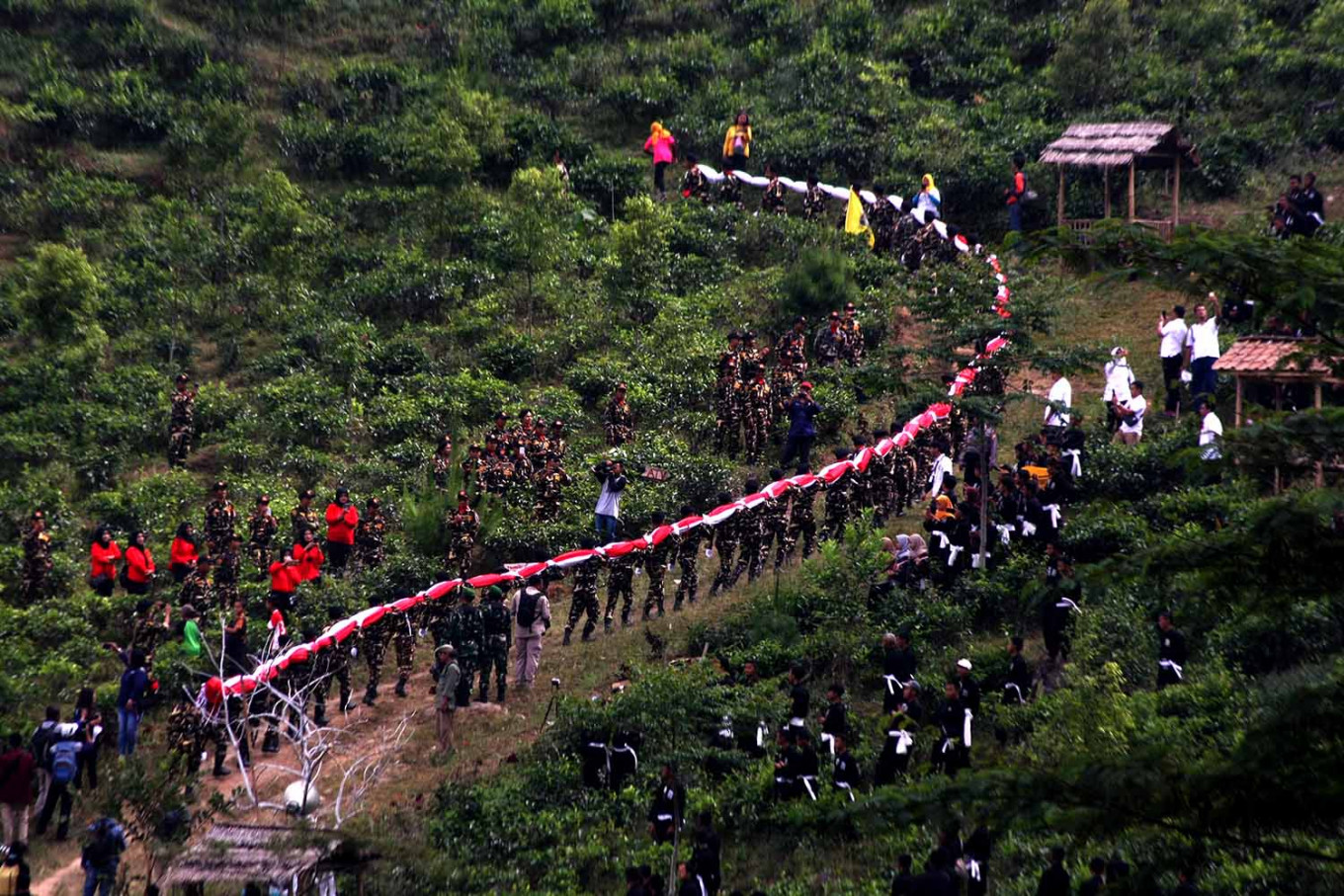 Members of Banser carry the giant flag up Sumilir valley in Karanganyar, Central Java, on Aug. 1. JP/Maksum Nur Fauzan