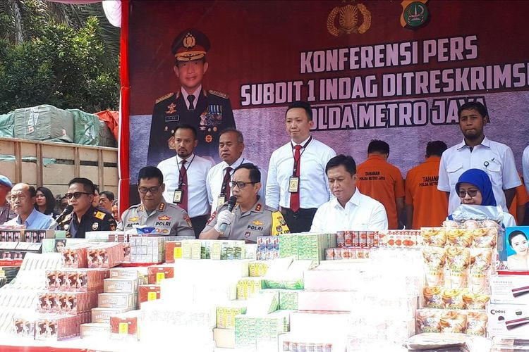 Jakarta Police arrest illegal cosmetics, food smugglers from China