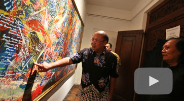 Police officer-artist Chryshnanda exhibits 'Sopo Ngiro'