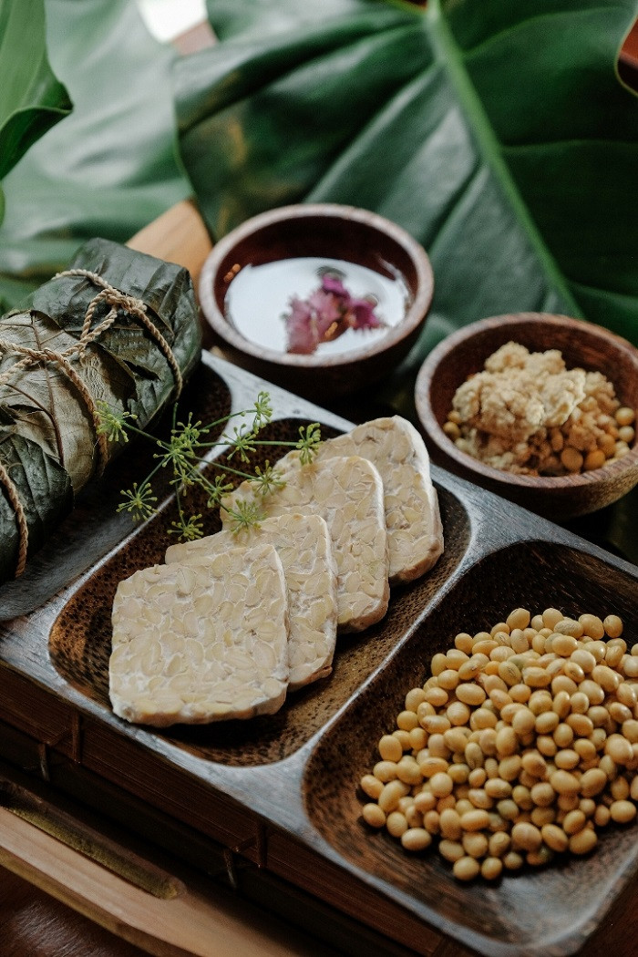 Together with food safety company MBRIO, The Dharmawangsa Jakarta's Bimasena spa and Indonesian Tempeh Movement have conducted a research that found how tempeh is beneficial for the skin.