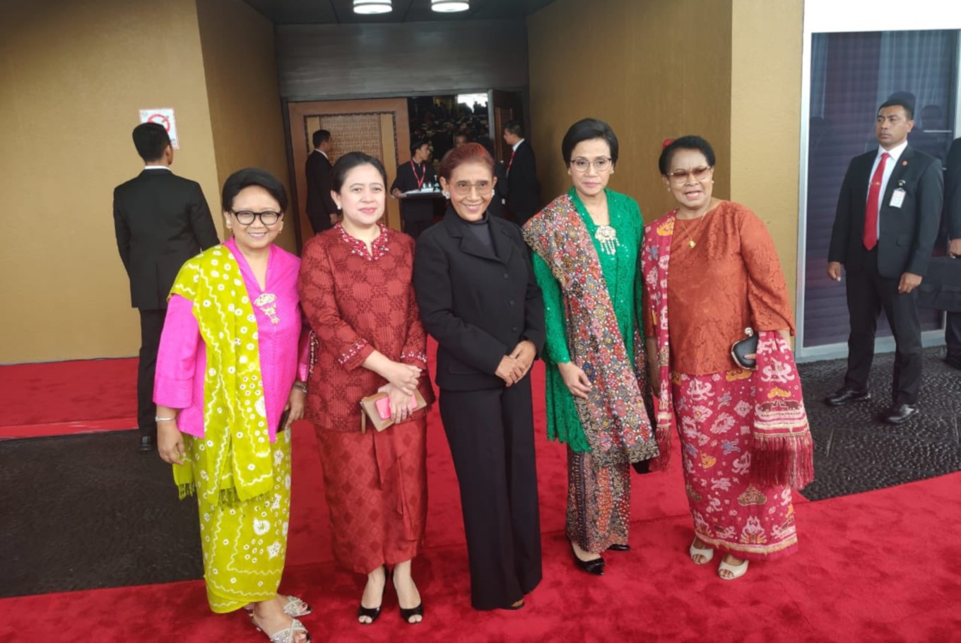 Guests don colorful outfits for annual State of Nation address