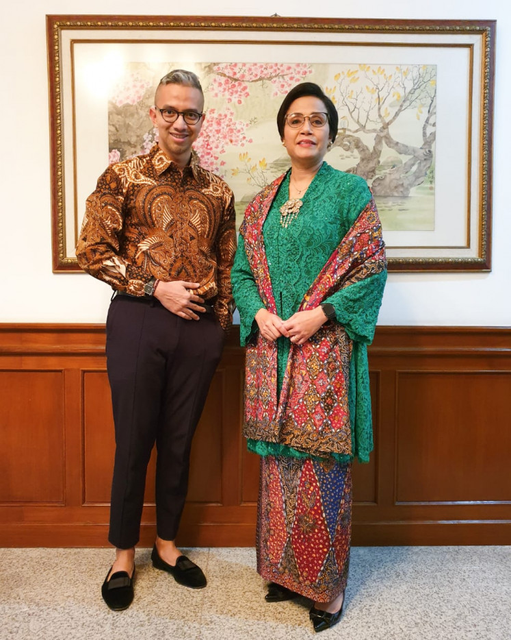 Fashion designer Didiet Maulana (left) designed and styled the outfit worn by Finance Minister Sri Mulyani Indrawati.