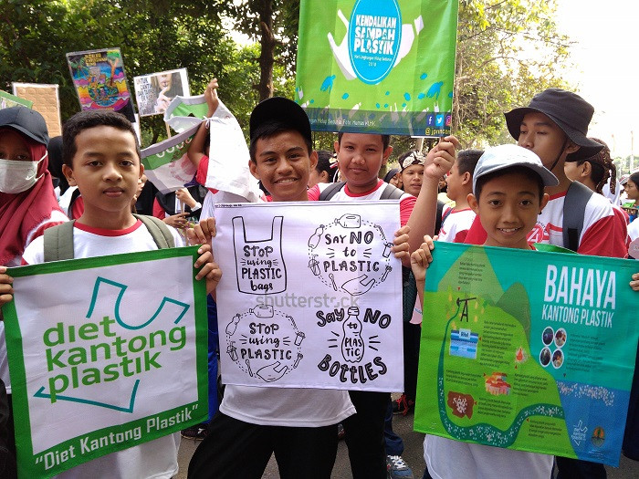Thousands of Bogor residents proclaim independence from plastic