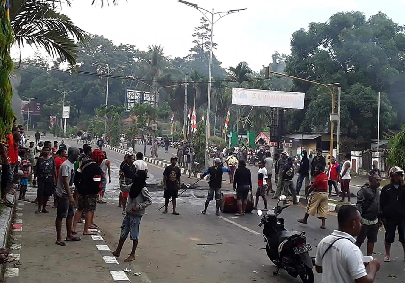Protesters clash with police in Nabire as Papua protests continue