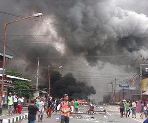 Riots flare in Manokwari after 'racist' attack on Papuan students in Surabaya
