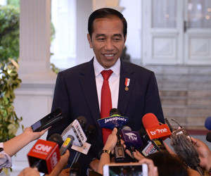 Jokowi asks for forgiveness from Papuans
