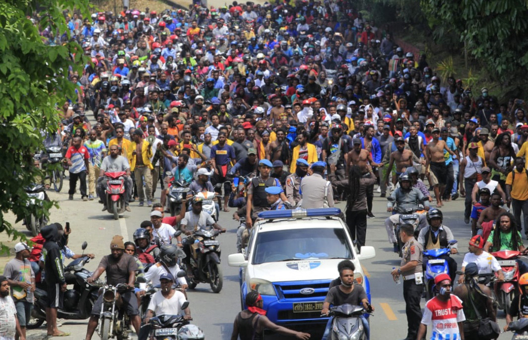 Papua riots sweep through eastern Indonesia