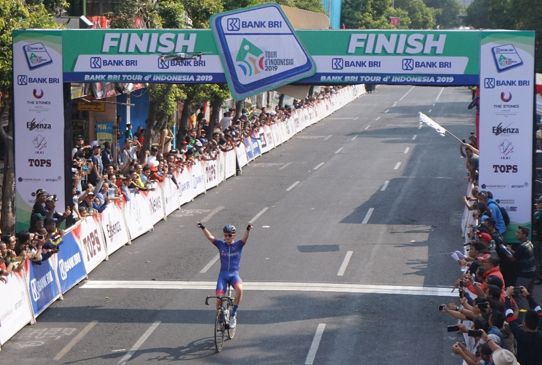 Tour de Indonesia: Stage 3 winner Culey dances across finish line